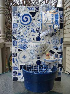 Teapot fountain blue & white Mosaic tabletop fountain, love the idea and the blue and white ! Mosaic Artwork, Mosaic Wall, Mosaic Glass, Mosaic Tiles, Mosaic Crafts, Mosaic Projects, Art Projects, Mosaic Furniture, Mosaic Garden Art