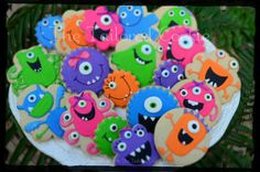 Monster Cookies Assortment Shortbread Sugar Cookie Favors via Etsy Fall Cookies, Cookies For Kids, Iced Cookies, Cute Cookies, Holiday Cookies, Cupcake Cookies, Sugar Cookies, Cookie Favors, Cupcakes