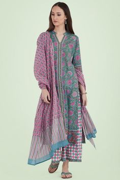 Make a statement in our Nazm Zarin Kurta, handcrafted with cotton fabric. Block printed and hand-embroidered with thread, sequin and mirror work, this straight kurta teams well with palazzo pants and a dupatta. Indian Attire, Indian Wear, Indian Outfits, Salwar Kurta, Shalwar Kameez, Indian Designer Suits, Ethnic Wear Designer, Kurta Palazzo, Palazzo Pants