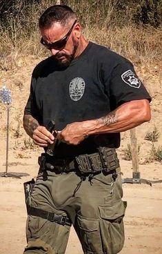 Sexy Military Men, Army Men, Hot Cops, Hot Country Men, Men In Tight Pants, Hot Men Bodies, Beefy Men, Hommes Sexy, Men In Uniform