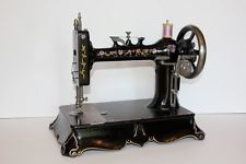 ANTIQUE NEW HOME ~ CAST IRON BASE ~ HAND CRANK SEWING MACHINE