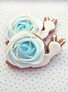 baby snail cookies - aw these are quite cute. definitely different, but cute Galletas Cookies, Baby Cookies, Baby Shower Cookies, Cut Out Cookies, Iced Cookies, Cute Cookies, Royal Icing Cookies, Cookies Et Biscuits, Cupcake Cookies