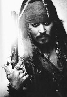 """Photo noir et blanc : Johnny Deep, """"Pirate des caraïbes"""", cinéma, 2002, portrait d'homme"""