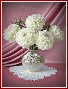 gifs et tubes fleurs vases Flowers Gif, Butterfly Flowers, Butterflies, Dahlia Flowers, Beautiful Gif, Beautiful Roses, Beautiful Bouquets, Gif Photo, Vase