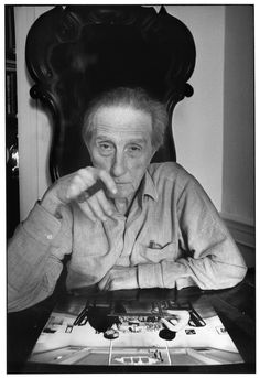 Marcel Duchamp - French-American painter, sculptor, chess player, and writer whose work is associated wit Dadaism and conceptual art. Henri Cartier Bresson, Robert Rauschenberg, Andy Warhol, Famous Artists, Great Artists, Artist Art, Artist At Work, Hans Richter, Francis Picabia
