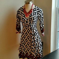 "WHBM.....GORGEOUS... BLACK / WHITE...DRESS.... EXCELLENT CONDITION. .... .....LIKE NEW......NO FLAWS. .. JUST GORGEOUS. ..BEAUTIFUL REALLY NICE... YOU MUST HAVE.....THIS ONE ...BEAUTIFUL DESIGN PATTERN  THROUGHOUT. ..true to its size and color  ..sleeves are 3/4 ...has a V FRONT SHAPE as shown on 2 pic...better in person ..perfect to wear for just about any occasion...95%polyester 5%spandex.... .......LENGTH 37""...LONG... ............FINAL NO OFFERS......... White House Black Market Dresses"