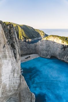 What to do in Santorini. I'm so happy I found this AMAZING guide on what to do in Santorini. what to do in santorini New Travel, Travel Goals, Travel Tips, Beach Travel, Travel Plan, Cheap Travel, Travel Ideas, Location Container, Drone Parrot