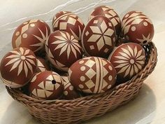 Easter eggs decorated with straws. or self-adhesive wallpaper Egg Tree, Faberge Eggs, Self Adhesive Wallpaper, Egg Decorating, Stone Painting, Happy Easter, Spring Time, Easter Eggs, Diy And Crafts