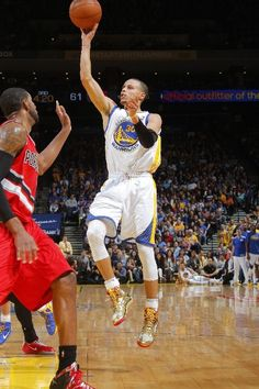 (01/27/2014): Stephen Curry had 38 points and 8 assists in the Golden State Warriors' 103-88 win over the Portland Trail Blazers. #NBA #SLAMPOTD #SLAMMagazine #StephenCurry
