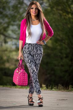 Assorted Print Jogger Pants - don't like the bag though Modest Skirts, Modest Outfits, Casual Outfits, Cute Outfits, Fashion Outfits, Women's Fashion, Stylish Summer Outfits, Joggers Outfit, Floral Pants