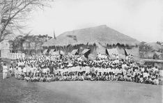 San Fernando in La Union, circa 1900 #kasaysayan #pinoy#classpicture La Union Philippines, San Fernando, Class Pictures, School Photos, Pinoy, Over The Years, 19th Century, Explore, Cities