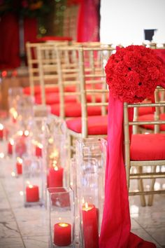 Red and gold wedding ceremony details to love!