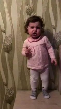 Cute Funny Baby Videos, Funny Baby Memes, Cute Funny Babies, Funny Videos For Kids, Funny Short Videos, Funny Video Memes, Funny Animal Videos, Funny Laugh, Haha Funny