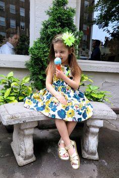 Le look #234 #LemonMegaSparkleDaisyHeadband: @jcrew #AlinaDressButtercupFlowers: @bonpoint #NeonLemonGumballNecklaceWithfruit: @jcrew #GoldSandals: #hoyshoecompany #HerecomestheSun: www.lesnominettes.com