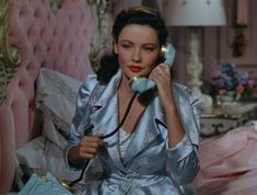 Gene Tierney on the phone in vintage blue. Vintage Glamour, Old Hollywood Glamour, Vintage Hollywood, Classic Hollywood, Hollywood Fashion, High Fashion, Retro Vintage, Pin Up Retro, Photos Vintage
