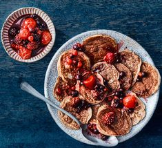 These fluffy gluten-free pancakes are made using coconut flour, which is high in fibre. Served with tart berries and maple syrup, it makes a delicious free-from brunch Vegan Recipes Videos, Bbc Good Food Recipes, Diet Recipes, Healthy Recipes, Coconut Flour Pancakes, Gluten Free Pancakes, Pancake Recipe Bbc, Coconut Tart, Coconut Health Benefits