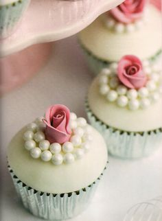 Wedding cupcakes from the Essential Cake Decorating Collection 3 - Cake Decorating & Sugarcraft