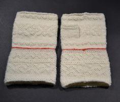 Halvvante ylle par - Twined knitted half mittens from Sollerön in Dalarna, Sweden.