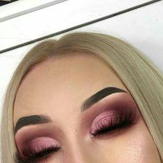 pink smokey eye make-up Pink Eye Makeup, Eye Makeup Tips, Kiss Makeup, Cute Makeup, Smokey Eye Makeup, Pretty Makeup, Makeup Goals, Makeup Inspo, Makeup Inspiration
