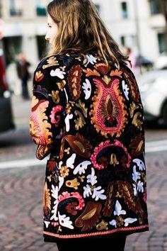 Fabric manipulation - embellishment - textile design - Street looks à Paris