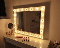 Miroir deluxe tr s grand hollywood clair par for Miroir hollywood ikea