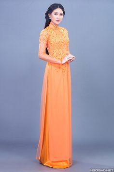 Top 10 Miss Ngôi Sao 2013 làm cô dâu trong trang phục áo dài cưới truyền thống nhưng mang sắc màu hiện đại, rực rỡ. -  Ngôi sao