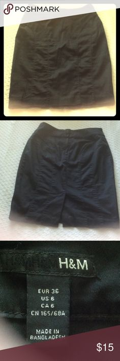 😍❤️Beautiful Pencil Skirt Beautiful Pencil skirt in great condition has a great fit  This is a  FabulousSALE WITH GREAT FINDS! If the listing has a🦋 it is not 50% off although I will work with you. Items priced  $15 and less are not 50% off but you get a fabulous deal if you buy 2 items priced at $15 you get and equal or lesser value item for free. $10 and less any 4 items  $20.  HAPPY SHOPPING H&M Skirts Pencil