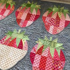 Falling in love with these strawberries all over again!🤗🍓💗 Pattern is Mod Strawberries by and uses the QCRMini… Jaybird Quilts, Longarm Quilting, Free Motion Quilting, Quilting Tips, Machine Quilting, Quilting Projects, Crazy Quilting, Art Quilting, Quilting Templates