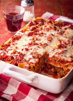 Classic Lasagna: Rich meaty sauce and creamy cheese layers. Always a favorite! More Italian recipes: http://www.midwestliving.com/food/ethnic/30-ultimate-italian-recipes/
