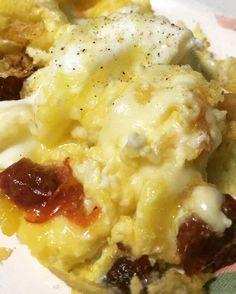 Começando o dia daquele jeito  2 ovos  queijo  tomate seco caseiro. Mexido na manteiga ghee que eu faço.  Bom diaaaa! Partiu SP