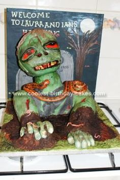 Homemade Zombie Cake... This website is the Pinterest of halloween cakes