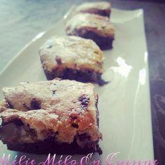 Le fondant du célèbre brownie et le croustillant des cookies... Deux gourmandises en une. pour le brownies : 80 grammes de farine 120 grammes de sucre 80 grammes de beurre 125 grammes de chocolat noir. 2 oeufs 1 poignée de noisettes ou noix de pécan selon...