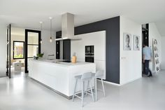 modern Kitchen by BNLA architecten Big Kitchen, Kitchen Dining, Kitchen Decor, Best Kitchen Designs, Apartment Design, Kitchen Flooring, Interior Design Kitchen, Interiores Design, Cool Kitchens