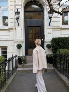 Blonde girl. Beige outfit. 4th & reckless. Scandi. Beige Outfit, Fashion Photography, Style Inspiration, Outfits, Instagram, Suits, High Fashion Photography, Kleding, Outfit