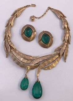 If you want to buy or collect vintage costume jewelry, learn what to look for and where to look. There is something for who is interested in vintage jewelry. Stylish Jewelry, Cheap Jewelry, Jewelry Sets, Jewelry Necklaces, Fashion Jewelry, Inexpensive Jewelry, Statement Jewelry, Glass Jewelry, Fashion Rings
