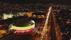 Bogotá, Colombia. Vista nocturna del Movistar Arena City Sketch, Outdoor Furniture, Outdoor Decor, Briefcase, Trekking, America, History, Travel, Beautiful
