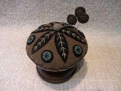 Primitive Wool Applique Folk Art Pincushion Wooden Base Make do Pinkeep Usaprim   eBay