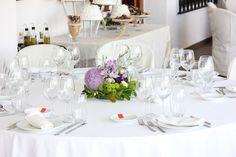 Niech wszystko będzie białe! Pomysł na monochromatyczne przyjęcie weselne - Biel to barwa absolutnie wyjątkowa i niepowtarzalna. Kojarzy nam się z delikatnością, subtelnością, niewinnością i pięknem. Może zatem właśnie ten cudowny kolor stanie się barwą przewodnią Waszej ceremonii ślubnej oraz weselnego przyjęcia? Okazuje się bowiem, iż biel sukni Panny Młodej to... - http://www.letswedding.pl/bedzie-biale-pomysl-monochromatyczne-przyjecie-weselne/