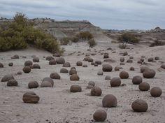 Parc provincial Ischigualasto (vallée de la Lune), Argentina#A 78 km au sud-est de Talampay, ce parc est un livre ouvert pour les paléontologues du monde entier. On le visite avec son propre véhicule, mais les conditions sont rudes : pas d'eau, une chaleur accablante dans la journée et un froid de canard la nuit. Les formations géologiques sont toutes plus abracadabrantes les unes que les autres. Stupéfiant et inoubliable.#http://urlz.fr/3gcw#thousanwonders.net#4,18,12