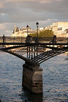 Pont des Arts, Quai du Louvre, Place de l'Institut...