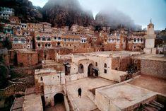 Yemen has some amazing ancient cities made of clay. Never heard of them until I saw the  on Ushuaia, documentary series (se 2 ep 22)  This one is Shiban and photo is by Steve McCurry in source -article about Yemen frm perspective of American women living there and married to yemeni man (and also other covering topics of life in arabian countries)