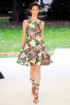 erdem-spring-2011-rtw-floral-patchwork-dress-profile.jpg (299×450)