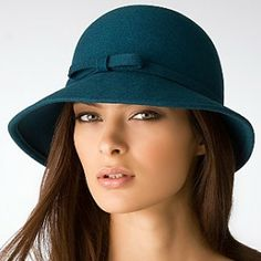 Women Stylish Hats You Can Combine With Your New Outfits - GoodWear Find this Pin and more on Put A Bow On It by Morning Lavender. Floppy Hats for Women, Cute Hats for Women, Summer Outfits Chanel lipstick Giveaway.