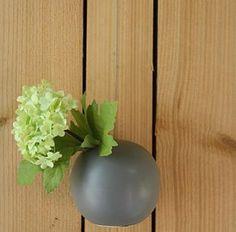 Hangbolletje voor één bloem. € 4,95