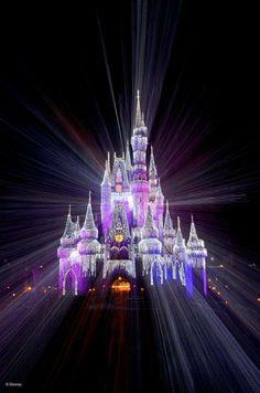 Disney World Christmas Castelo Disney, Disney Very Merry Christmas, Disney Holidays, Disney World Christmas, Christmas Art, Disney World Resorts, Disney Parks, Walt Disney, Disney Vacations