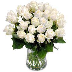 Wonderschone witte rozen Er zijn maar weinig dingen verfijnder dan een boeket van glanzende witte rozen. EUR 45.00 Meer informatie http://ift.tt/2eSdI5s #bloemen