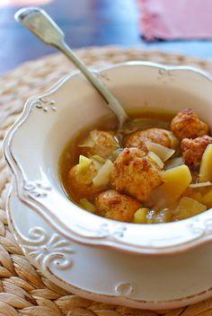 Receta de 'Sopa con albóndigas de pollo y manzana' de Pepekitchen para el blog 'A tu Gusto' de superSol. La mejor gastronomía :)