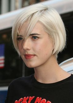 Agyness Deyn platinum blonde jaw-length bob. LOVE THIS HAIR. Now I just need to get this hot and lose about 10 lbs.