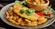 Bravčové soté v zemiakovej placke - dôkladná príprava krok za krokom. Recept patrí medzi tie najobľúbenejšie. Celý postup nájdete na online kuchárke RECEPTY.sk. Hummus, Thai Red Curry, Waffles, Food And Drink, Menu, Cooking Recipes, Yummy Food, Chicken, Breakfast