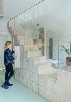 Trappe med opbevaring og glasvæg
